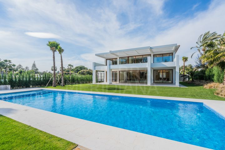 Superb contemporary style villa for sale in Guadalmina Baja, Marbella