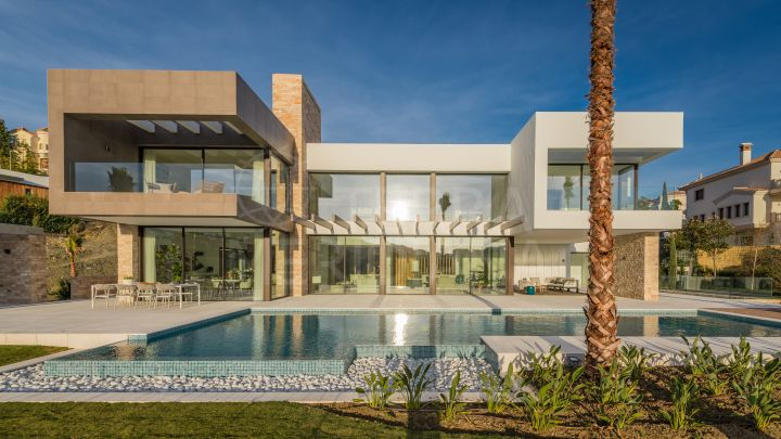 Beautiful contemporary style 5 bedroom villa with golf and sea views for sale in La Alqueria, Benahavis
