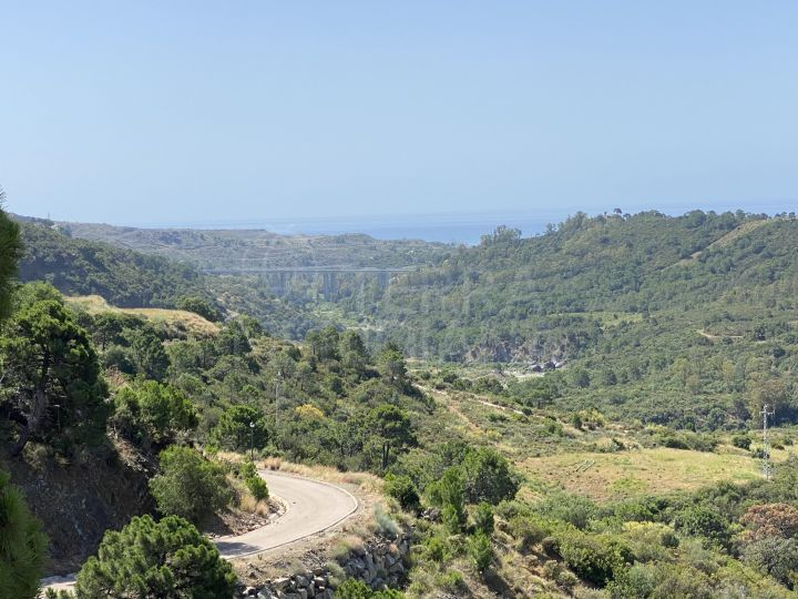 Large plot with sea and mountain views for sale in Monte Mayor, Benahavis