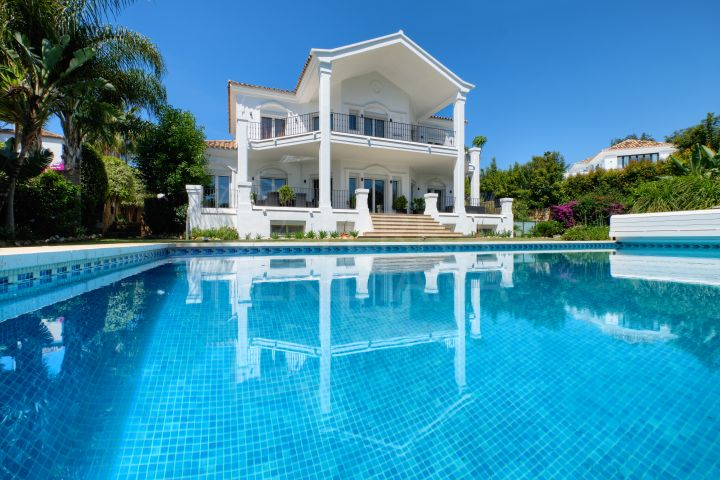 Luxurious 6 bedroom villa for sale in Nueva Andalucia, Marbella