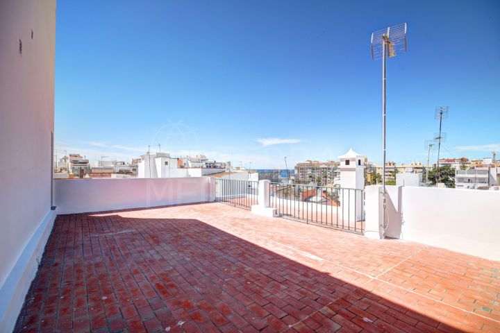 Apartment for sale with private solarium terrace in Estepona old town centre