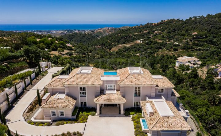 Elegant and luxurious villa for sale in La Zagaleta with panoramic sea views