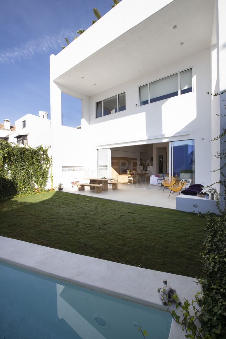 Beautiful townhouse for rent short term in the centre of Estepona a few steps from the beach - License: VFT/MA/40702