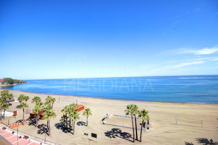 Frontline beach apartment for long term rent in Estepona centre