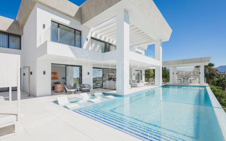 Brand new villa for sale with panoramic sea views and golf views in Paraiso Alto in Benahavis