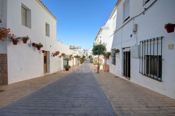 Townhouse for sale in the old town of Estepona with 5 independent apartments