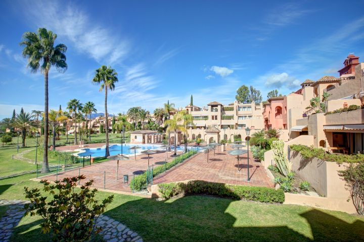 Spectacular duplex penthouse apartment with 4 bedrooms for sale in La Cartuja, Estepona