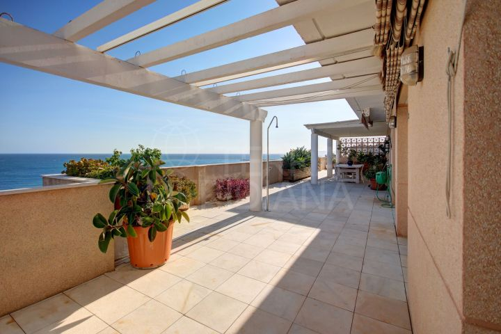 Fabulous 3 bedroom, front line beach penthouse apartment for sale in Estepona centre