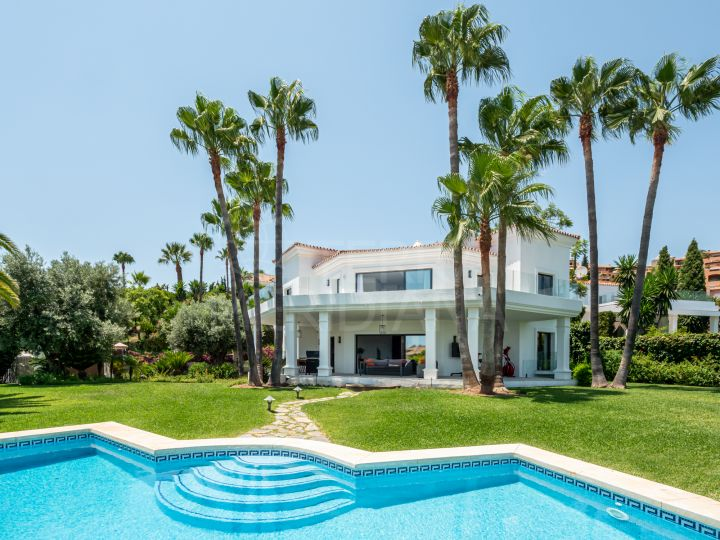 Beautifully upgraded 5 bedroom luxury villa for sale in La Cerquilla, Nueva Andalucia