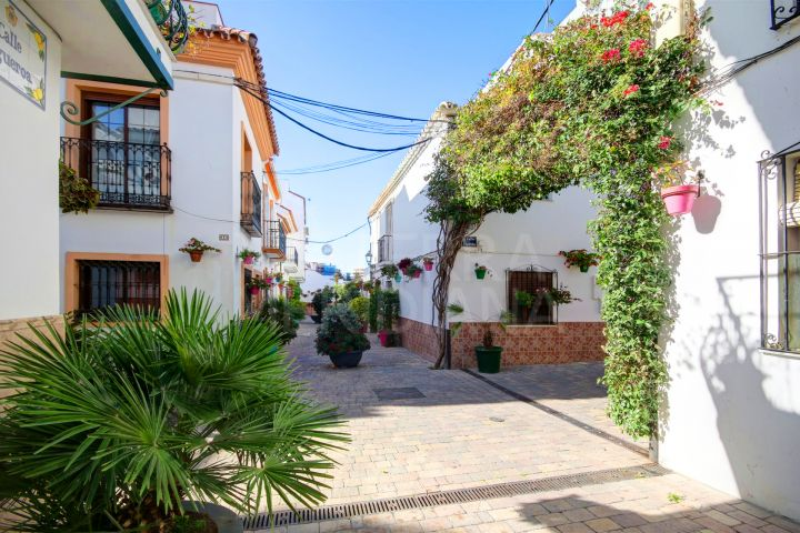 Charming townhouse for sale in the old town of Estepona, with possibility to build a solarium