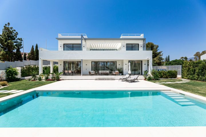 New contemporary villa for sale in las Lomas de Marbella, Marbella Golden Mile