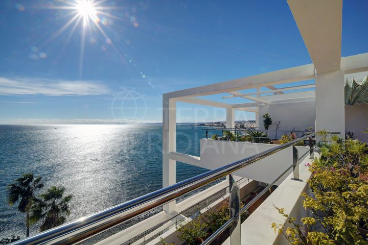 Frontline beach penthouse for sale in Estepona town