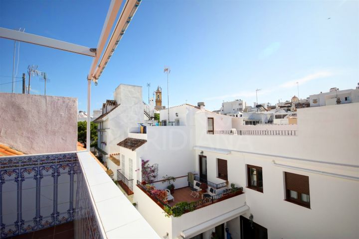 Town house for sale in move in condition with roof terrace in the old town of Estepona