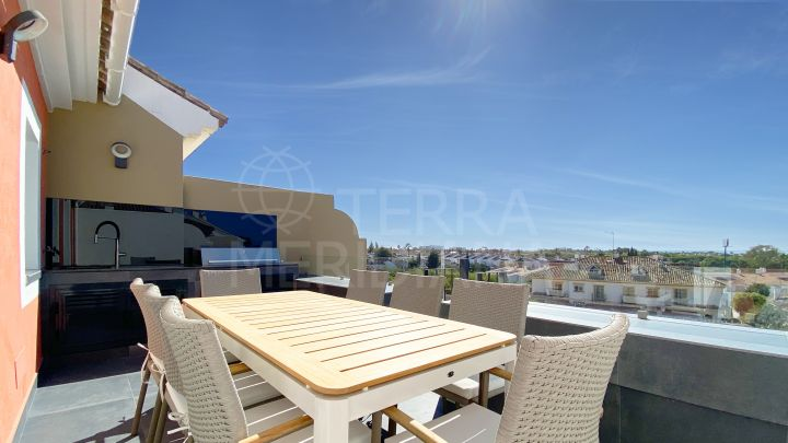 Well located and spacious townhouse with sea views for sale in El Paraiso Estepona New Golden Mile