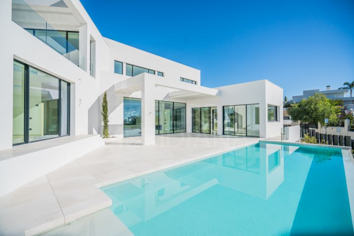 Brand new villa for sale in Haza del Conde, with panoramic sea views, Nueva Andalucia