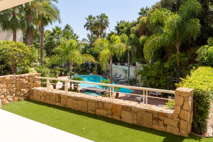 Fabulous 3 bedroom luxury ground floor apartment for sale in Nagueles, Marbella Golden Mile