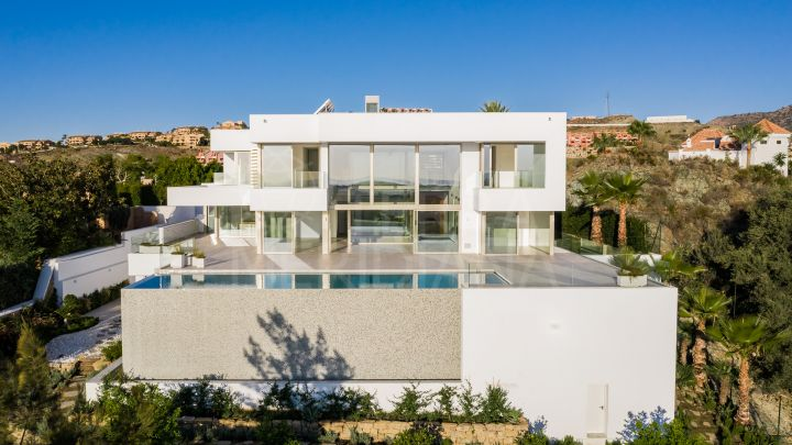Magnificent contemporary style 7 bedroom villa with golf and sea views for sale in La Alqueria, Benahavis