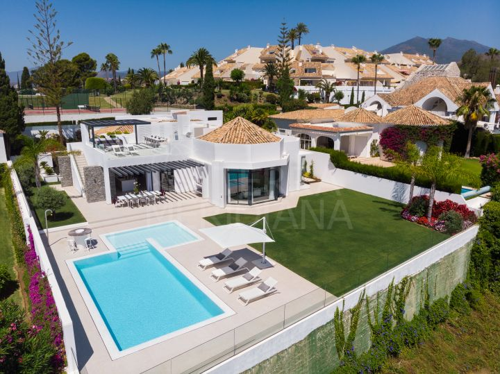 Beautifully renovated 5 bedroom villa with sea and golf views for sale in Nueva Andalucia, Marbella
