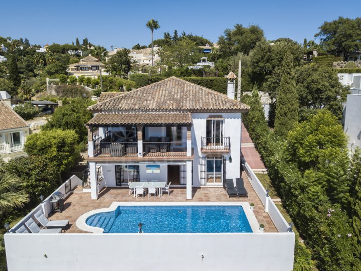 Charming and recently renovated 5 bedroom villa with sea views for sale in El Rosario, Marbella east