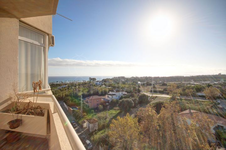 Well priced 2 bedroom apartment with panoramic sea views for sale in El Padron, Estepona