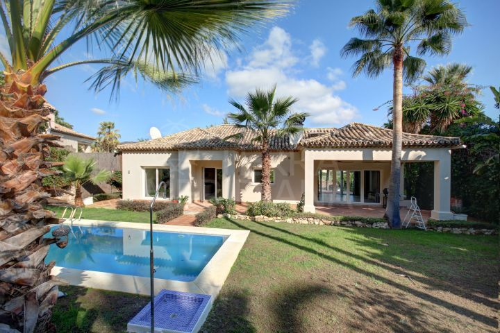 Fabulous villa with 4 bedrooms and golf views for long term rent in Nueva Andalucia