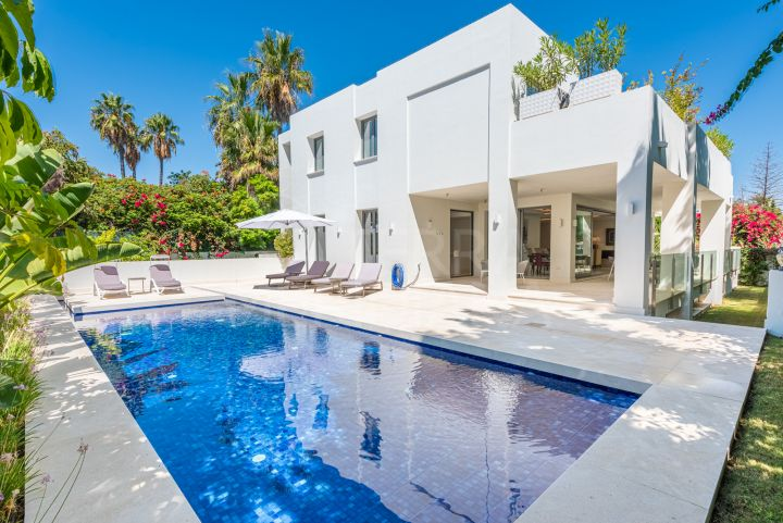 Superb brand new contemporary style luxury villa with 7 bedrooms for sale in Cortijo Blanco, Marbella