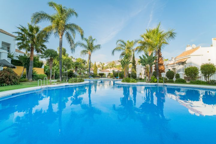 Fabulous refurbished ground floor apartment with 2 bedrooms for sale in Nueva Andalucia