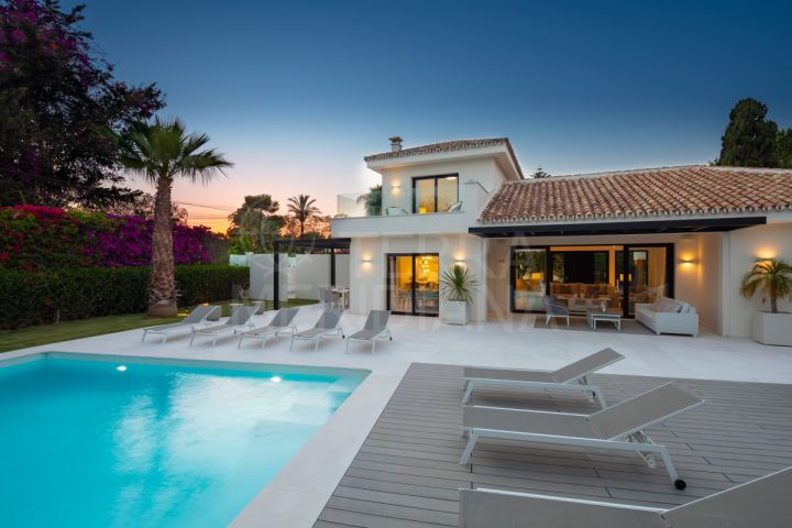 Renovated villa located on the beach side of San Pedro de Alcantara in Cortijo Blanco