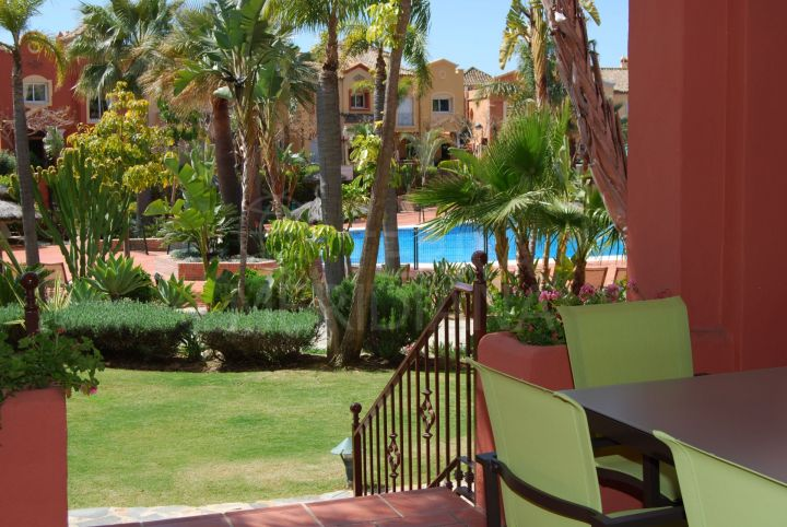 Immaculate ground floor apartment for sale in Alzambra Vasari, Puerto Banus