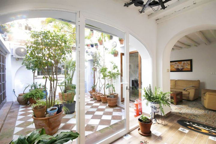 Large traditional town house for sale in Estepona old town, near amenities and the beach
