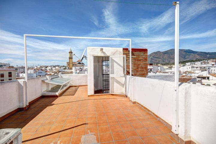 Duplex apartment for sale in one of the best streets of the old town of Estepona.