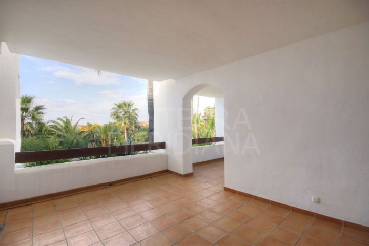 South-facing ground floor apartment for sale in Las Tortugas de Aloha, Nueva Andalucia