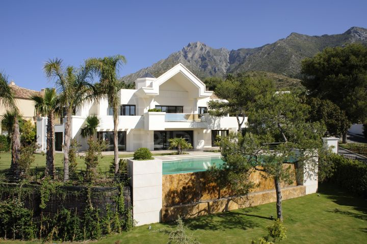 Reformed Villa for sale in Sierra Blanca with sea and mountain views, Marbella