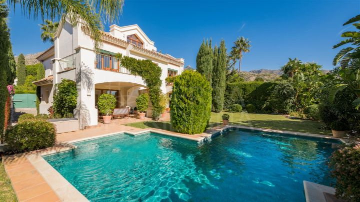 Beautiful villa for sale with private pool and lovely views in Sierra Blanca