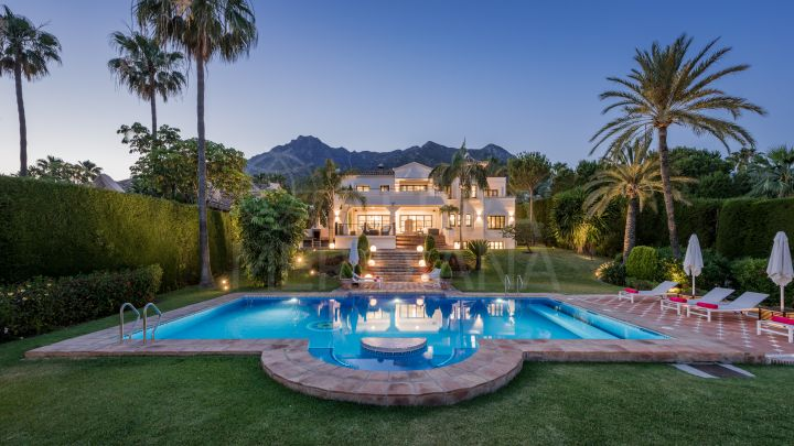 Large villla for sale in Sierra Blanca, with lovely sea views and established complex in Marbella