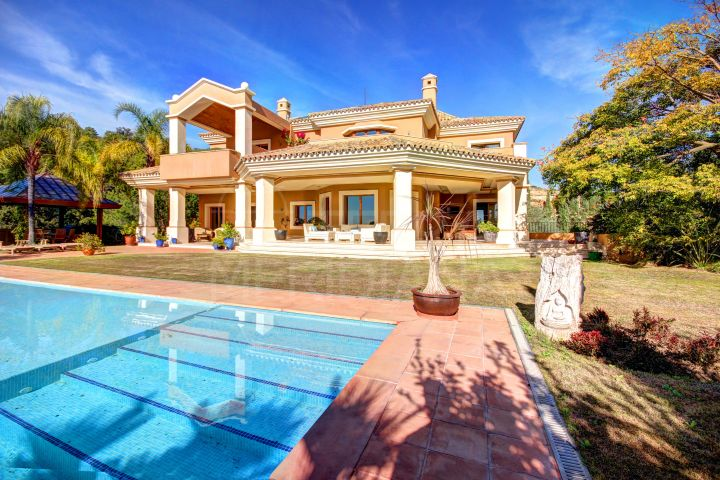 Stunning luxury villa with sweeping views for sale in Marbella Club Golf Resort, Benahavis