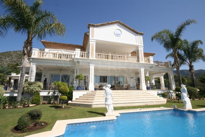 Luxury 5 bedroom villa with imposing views for sale in Sierra Blanca, Marbella Golden Mile
