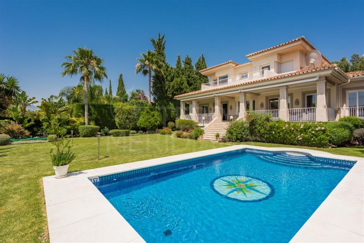 Immaculate modern villa for sale in El Paraiso Golf, El paraiso, Estepona
