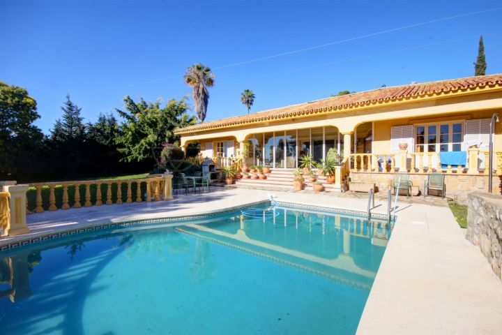 Beautiful Mediterranean style villa for sale in El Paraiso, Estepona's New Golden Mile