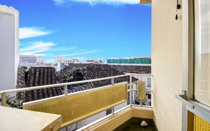 5 bedroom top floor apartment for sale in the centre of Estepona