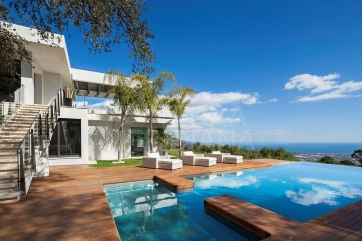 Stunning modern villa with infinity pool and panoramic views for sale in La Zagaleta, Benahavís