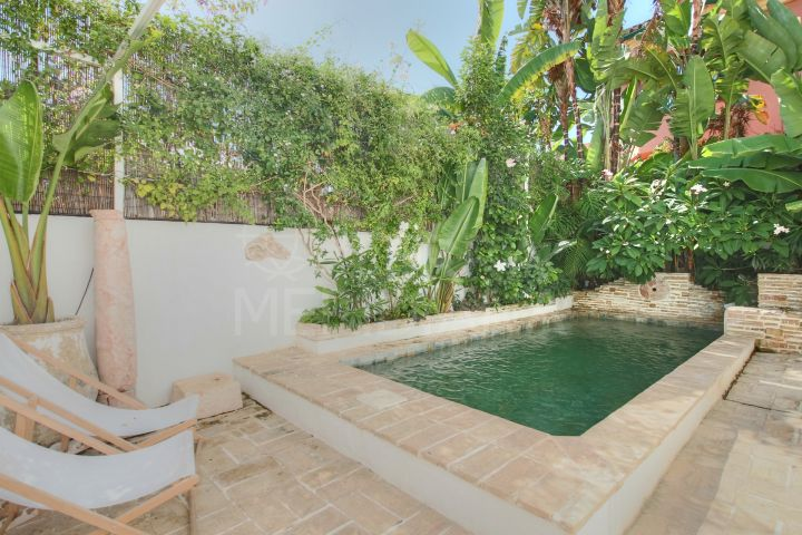 Charming and unique villa for sale on beachside San Pedro with private pool, Marbella