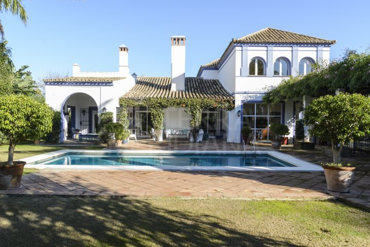 Centrally located spacious 6 bed villa for sale with private, Sotogrande Costa