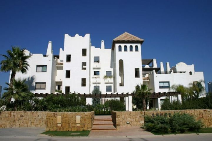 Spacious 1st floor apartment for sale with lovely river views, El Polo de Sotogrande