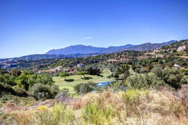 Parcela en venta en Marbella Club Golf Resort, urbanizacion privada en Benahavis