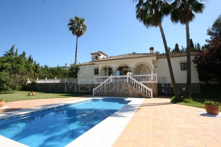 Single storey andalucian-style villa for sale on large plot in Cancelada, Estepona