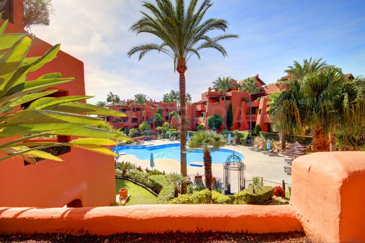 Great apartment for sale in fabulous front line beach complex of Torre Bermeja