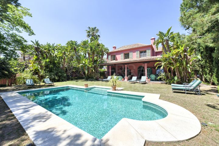 Recently renovated spacious villa for sale with pool, Hacienda Las Chapas, Marbella