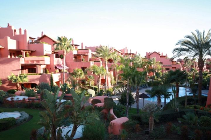 Luxury beachside apartment for sale, with terrace and indoor and outdoor pools, Torre Bermeja, Estepona