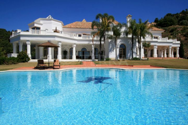 Villa for sale, with pool, panoramic views, and very large plot, La Zagaleta, Benahavís